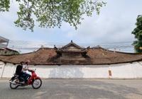 Bức tường tại đình làng cổ gần 200 năm tuổi được sơn trắng sau phản ánh của báo Dân Việt