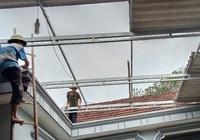 Clip: Lốc xoáy như vòi rồng bất ngờ càn quét, khiến 200 ngôi nhà ở Hà Tĩnh bị tốc mái, lúa đổ rạp đồng