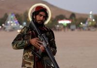 Ảnh thế giới 7 ngày qua: Chân dung chiến binh Taliban và mũi tên găm trên tường ở Na Uy
