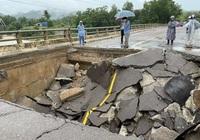 Bình Định: Sạt lở mố cầu, huyện miền núi Vân Canh bị chia cắt nhiều giờ