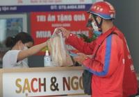 Hà Nội: Mua hàng online lên ngôi, dịch vụ ship đồ ăn tận nhà thu nhập ổn những ngày Covid-19