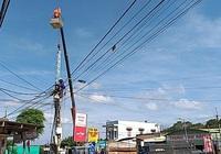 Gia Lai: Gấp rút nâng độ cao đường dây điện để xe vận chuyển thiết bị điện gió đi qua