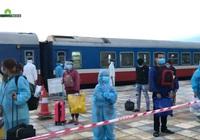 Video: Tàu hỏa chở hơn 800 công dân Hà Tĩnh từ TP.HCM về đến quê nhà