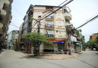 Ảnh, clip: Cách ly y tế 900 hộ dân và 2.800 nhân khẩu tại một phường ở Hà Nội