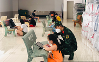 """Lớp học dã chiến đặc biệt cho học sinh tránh """"bão"""" Covid-19 ở Sài Gòn"""