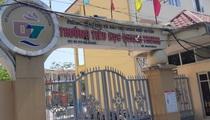 Thực hư việc trẻ lớp 1 bị đứng trước cổng trường dưới trời 40 độ ở Hải Phòng