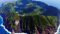 Chiêm ngưỡng vẻ hùng vỹ của ngôi làng nằm trên ngọn núi lửa còn hoạt động