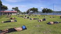 Người Indonesia đổ xô đi tắm nắng, mong diệt Covid-19