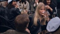 Quán cafe, hồ bơi... đông nghịt người ở Thụy Điển giữa đại dịch Covid-19