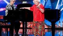 """Sửng sốt video cụ bà 96 tuổi vẫn hát và đi thi """"Tìm kiếm tài năng"""""""