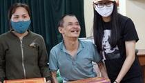 Bốn học sinh trao khẩu trang và lương thực tại Hưng Yên