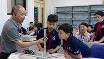 """Chuyện về người thầy giáo """"bán quá khứ, mua tương lai"""" cho học sinh"""