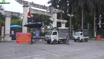 """Hà Nội: Lập chốt ngăn người dân """"vượt rào"""" vào tập thể dục tại công viên"""