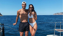 Cận cảnh cô nàng bốc lửa khiến Asensio lỡ EURO 2020