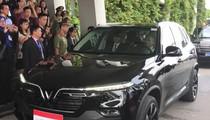 """Ảnh-clip: Thủ tướng Malaysia thử xe Vinfast: """"Tiếc khi mới lái 100km/h"""""""