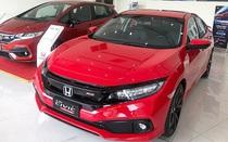 Hàng loạt xe ô tô giảm giá sâu, người tiêu dùng vẫn thờ ơ
