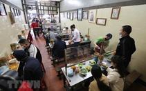 Hà Nội mở lại nhà hàng, dịch vụ ăn uống tại chỗ từ 6 giờ ngày 14/10
