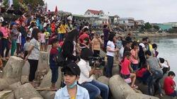 Clip: Người dân chen chân xem ngư dân Sa Huỳnh ra khơi đầu năm