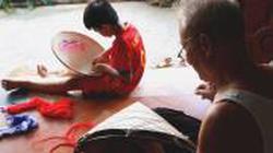 Trầm mặc nón lá cổ làng Chuông