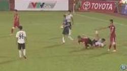 Video hài hước bóng đá: Toàn bộ cầu thủ Long An đứng yên, cho TP.HCM ghi bàn liên tiếp.