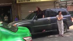 Nàng thơ điểm báo: Lexus xi nhan phải rẽ trái