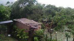 Bão số 10 giật cấp 15 đổ bộ Quảng Bình, nhiều nhà dân bị tốc mái