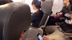 Khách sử dụng điện thoại, tai nghe nhạc trên máy bay bị xử phạt thế nào?