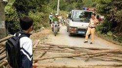 Sơn La: Bức xúc vì bị bắt xe, dân mang gỗ ra đường chặn ô tô của CSGT