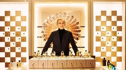 Tỷ phú Bernard Arnaul giàu thứ 2 thế giới sau thương vụ mua lại Tiffany & Co