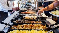 Vì sao các khách sạn, resort thường xuyên phục vụ bữa sáng buffet miễn phí?