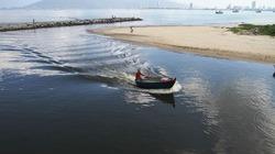 Gần 4 km bờ biển Đà Nẵng nước đen ngòm sau Tết Nguyên đán Kỷ Hợi