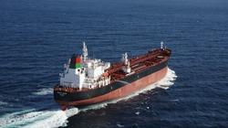 Giá dầu tăng vọt hơn 2% sau sự cố tàu chở dầu trên vịnh Oman