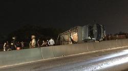 Clip xe tải lật nhào khi đổ dốc, hiện trường như trong phim