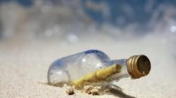 """""""Bí ẩn"""" lá thư trong chai dạt vào bờ biển sau 50 năm"""