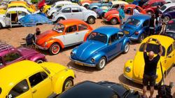 """Nhìn lại thập kỷ lịch sử của dòng xe """"con bọ"""" huyền thoại Volkswagen Beetle"""