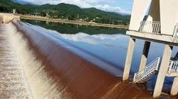 Nước kênh ở Hà Tĩnh chuyển màu đỏ đục là bất thường