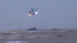 Cứu 9 người trên tàu chìm ở Quảng Trị: Trực thăng quần thảo rồi thả dây và cơ hội vào 22h tối nay