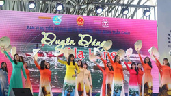 Hàng nghìn phụ nữ rạng rỡ trong tà áo dài bên bờ di sản vịnh Hạ Long