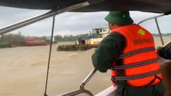 Quảng Nam: Lốc xoáy đánh chìm tàu, hai cha con mất tích