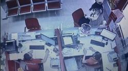 CLIP: Khoảnh khắc bạo gan cướp 2,1 tỉ đồng tại ngân hàng của nữ nghi phạm