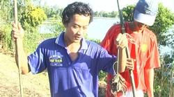 Đồng Tháp: Mùa nước nổi lũ thấp tè nhưng đi bắt ếch đồng vẫn tóm được hàng chục ký, thương lái tranh nhau mua