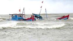 Quảng Ngãi: 4 người bị thương,1 tàu cá bị nạn, đảo Lý Sơn có gió giật cấp 8-10