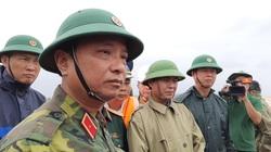 Đặc công cùng trực thăng phối hợp cứu 9 người trên tàu chìm ở Quảng Trị