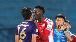 """Tin sáng (12/10): Ngoại binh của TP.HCM """"dằn mặt"""" trung vệ ghi bàn Thành Chung"""