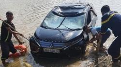 Xe Xpander lao xuống sông Mã, 3 người chết: Trước và sau tai nạn, đoạn đường cụt không rào chắn, biển báo