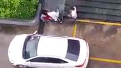Bình Dương: Điều tra, làm rõ hình ảnh người đàn ông ôm trẻ nhỏ bạo hành người phụ nữ