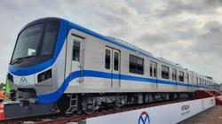 Tận mắt nhìn, tay sờ trực tiếp 3 toa tàu metro đầu tiên ở TP.HCM