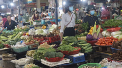Đà Nẵng: Sau mưa lũ dồn dập, rau xanh tại các chợ tăng giá phi mã