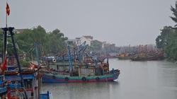Nghệ An: Tàu thuyền tìm nơi neo đậu, người dân căng mình ứng phó bão số 7