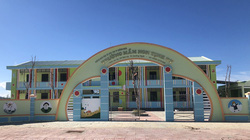 """Quảng Ngãi: Trường 6 tỷ đồng xây xong để """"ngắm"""", phụ huynh nháo nhào tìm chỗ học"""